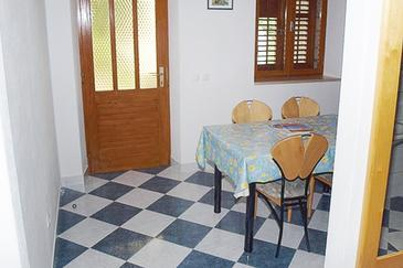 Bol, Dining room in the apartment, air condition available, (pet friendly) and WiFi.