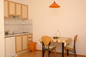 Bol, Dining room in the studio-apartment, (pet friendly) and WiFi.