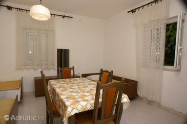 Mirca, Dining room in the studio-apartment.