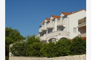 Apartments by the sea Bol, Brac - 2904