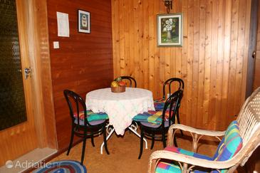 Splitska, Dining room in the apartment, (pet friendly) and WiFi.