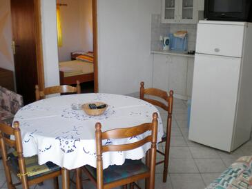 Vir, Dining room in the apartment, dostupna klima, dopusteni kucni ljubimci i WIFI.