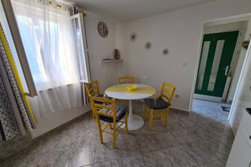 Postira, Jídelna v ubytování typu apartment, domácí mazlíčci povoleni a WiFi.