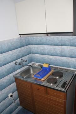Povlja, Kuchyně v ubytování typu studio-apartment, WiFi.