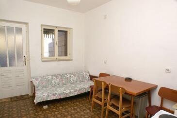 Pučišća, Jadalnia w zakwaterowaniu typu apartment.
