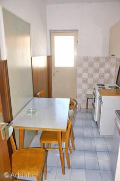 Pučišća, Dining room in the apartment.