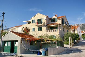 Bol, Brač, Объект 2926 - Апартаменты и комнаты с галечным пляжем.