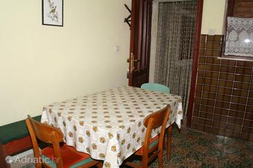 Sumartin, Dining room in the apartment, dopusteni kucni ljubimci i WIFI.