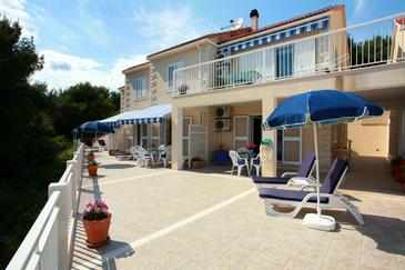 Sumartin, Brač, Obiekt 2940 - Apartamenty przy morzu ze żwirową plażą.