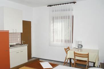 Sumartin, Jadalnia w zakwaterowaniu typu studio-apartment, WIFI.