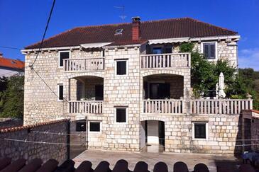 Sutivan, Brač, Объект 2946 - Апартаменты вблизи моря с галечным пляжем.