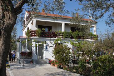 Sukošan, Zadar, Objekt 295 - Ubytovanie blízko mora s kamienkovou plážou.