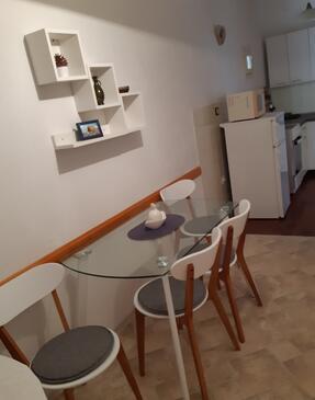 Sumartin, Jídelna v ubytování typu apartment, dopusteni kucni ljubimci i WIFI.