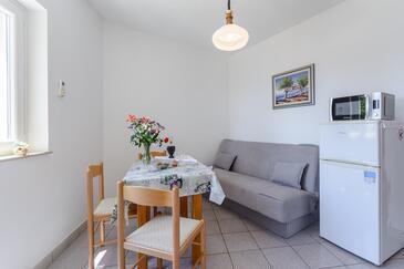 Sumartin, Jedáleň v ubytovacej jednotke apartment, dostupna klima i WIFI.