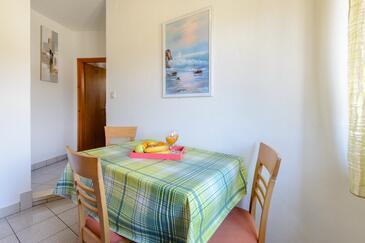Sumartin, Jídelna v ubytování typu apartment, s klimatizací a WiFi.