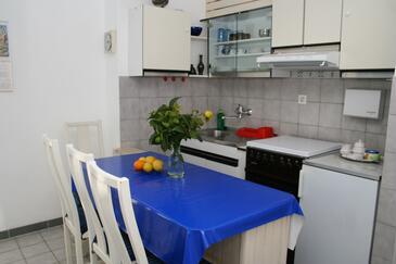 Povlja, Jadalnia w zakwaterowaniu typu studio-apartment, dostupna klima.