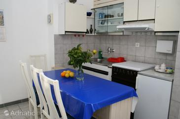 Povlja, Dining room in the studio-apartment, dostupna klima.