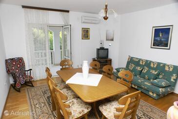 Mirca, Dining room in the apartment, dopusteni kucni ljubimci.