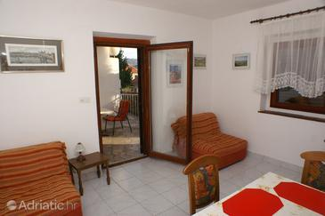 Milna, Living room in the apartment, air condition available, (pet friendly) and WiFi.