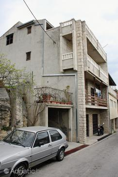 Sumpetar, Omiš, Property 2966 - Apartments with pebble beach.