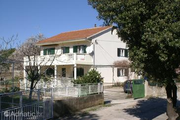 Brodarica, Šibenik, Property 2971 - Apartments near sea with rocky beach.