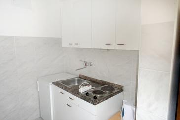 Lokva Rogoznica, Kitchen in the studio-apartment, WiFi.