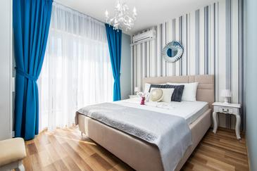 Lokva Rogoznica, Bedroom in the room, air condition available and WiFi.