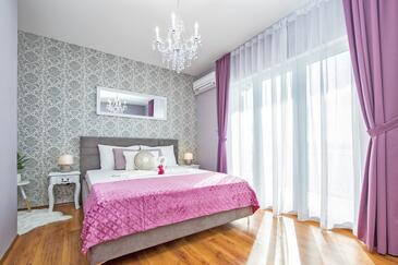 Lokva Rogoznica, Bedroom in the room, dostupna klima i WIFI.