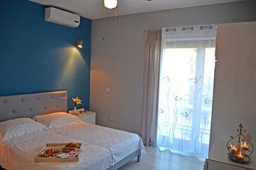 Seget Vranjica, Bedroom in the studio-apartment, dopusteni kucni ljubimci.