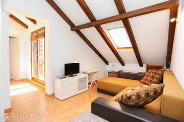 Okrug Donji, Living room in the apartment, air condition available, (pet friendly) and WiFi.