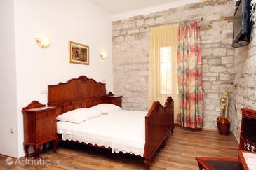 Trogir, Bedroom in the room, dostupna klima i WIFI.
