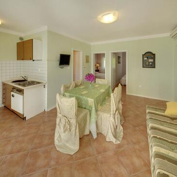 Zavala, Dining room in the apartment, dostupna klima i WIFI.