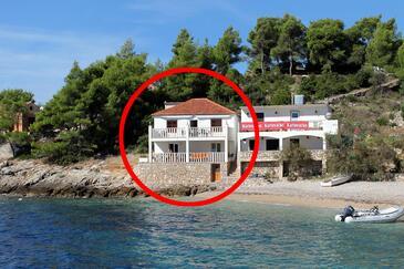 Tvrdni Dolac, Hvar, Obiekt 2997 - Apartamenty przy morzu ze żwirową plażą.
