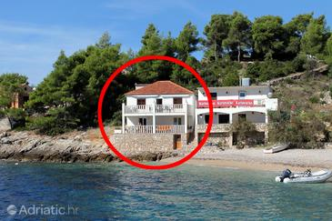 Tvrdni Dolac, Hvar, Objekt 2997 - Apartmani blizu mora sa šljunčanom plažom.
