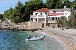 Seaside secluded apartments Baai Tvrdni Dolac, Hvar - 2997