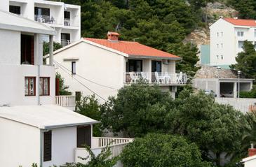 Baška Voda, Makarska, Property 300 - Apartments near sea with pebble beach.