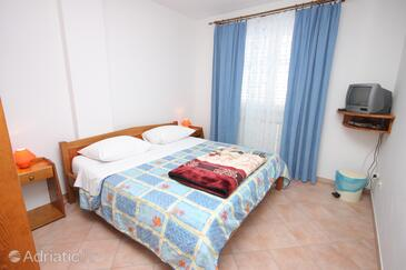 Vrsar, Bedroom in the room, air condition available, (pet friendly) and WiFi.