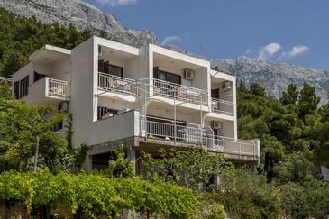 Baška Voda, Makarska, Объект 301 - Апартаменты и комнаты с галечным пляжем.