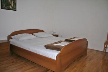 Klenovica, Bedroom in the room, dostupna klima i WIFI.