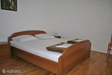 Klenovica, Camera da letto   nell'alloggi del tipo room, condizionatore disponibile e WiFi.