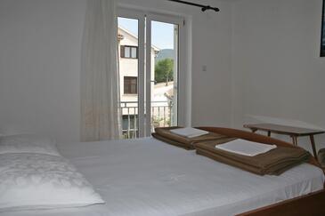 Klenovica, Sypialnia w zakwaterowaniu typu room, dostupna klima i WIFI.