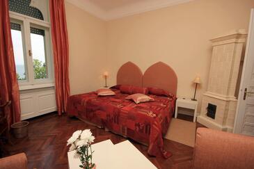Lovran, Sypialnia w zakwaterowaniu typu room, dostupna klima i WIFI.