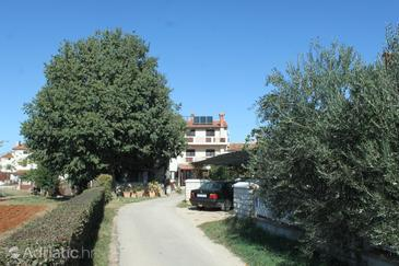 Valbandon, Fažana, Property 3021 - Apartments and Rooms with pebble beach.