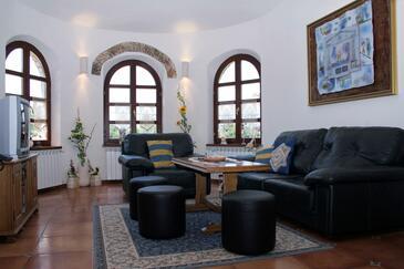 Belavići, Obývací pokoj v ubytování typu house, s klimatizací a WiFi.