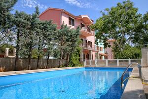 Family friendly apartments with a swimming pool Krnica, Marcana - 3029