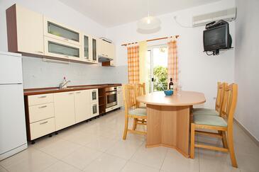 Komiža, Dining room in the apartment, dostupna klima i WIFI.