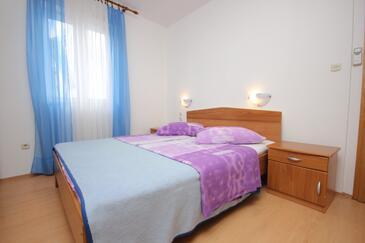 Vis, Spálňa v ubytovacej jednotke room, dostupna klima i WIFI.