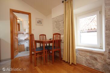 Komiža, Dining room in the studio-apartment, WiFi.