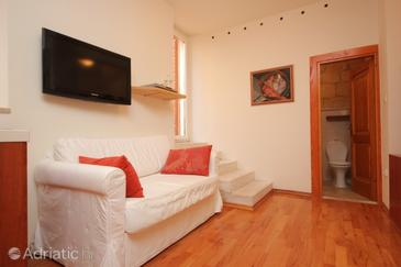 Komiža, Living room in the studio-apartment, (pet friendly) and WiFi.