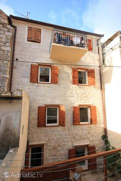Komiža, Vis, Property 3035 - Apartments near sea with pebble beach.
